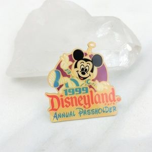 Vintage • 1999 Disneyland Mickey Mouse Annual Pin